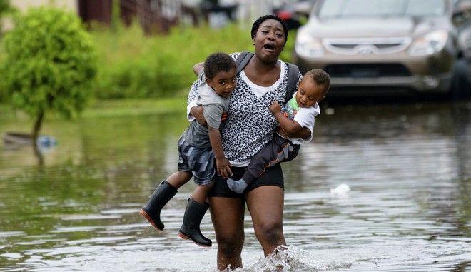 Εικόνα από τη Νέα Ορλεάνη, η οποία έχει πληγεί από πλημμύρες από την τροπική καταιγίδα Μπάρι