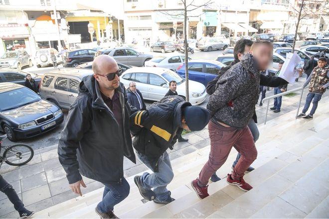 Στον εισαγγελέα τα τρία αδέρφια της αιματηρής επίθεσης σε ιδιοκτήτη ταχυφαγείου στη Θεσσαλονίκη
