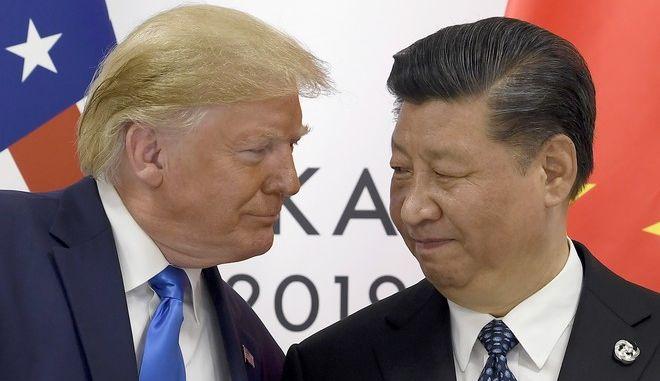 Ο αμερικανός πρόεδρος Ντόναλντ Τραμπ με τον κινέζο ομόλογό του Σι Τζινπίνγκ