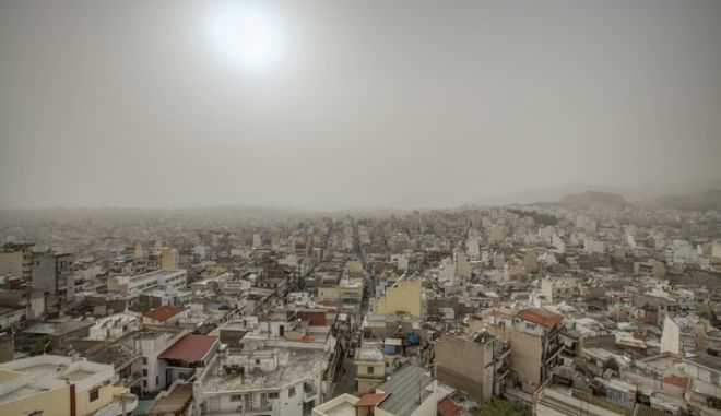 Piraeus clouded by a thick layer of dust that has been carried from Africa by the southern winds, in Piraeus, on March 23, 2016 /         ,  ,  23 , 2016