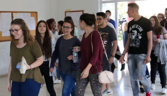 Πανελλήνιες 2016: Οι απαντήσεις σε Λατινικά και Χημεία