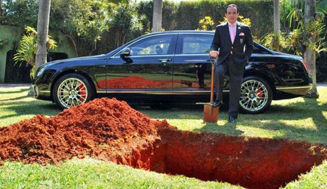 «Έθαψε» μια Bentley Continental Flying Spur στον κήπο του σπιτιού για την άλλη ζωή...