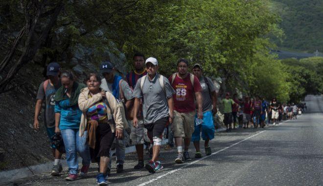 Το καραβάνι των μεταναστών
