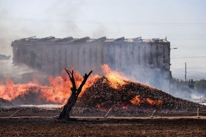 Πυρκαγιά σε αποθηκευτικό χώρο με ξυλεία και πλαστικά στον Ασπρόπυργο Αττικής