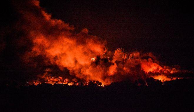 Πυρκαγιά σε όλο τον προσφυγικό καταυλισμό της Μόριας. Χιλιάδες πρόσφυγες και μετανάστες βρέθηκαν άστεγοι, μέσα στους δρόμους.Η πυρκαγιά ξέσπασε μετά από επεισόδια,όταν ανακοινώθηκαν κρούσματα κορονοϊού στον καταυλισμό, Τετάρτη 9 Σεπτεμβρίου 2020 (EUROKINISSI/ ΠΑΝΑΓΙΩΤΗΣ ΜΠΑΛΑΣΚΑΣ)