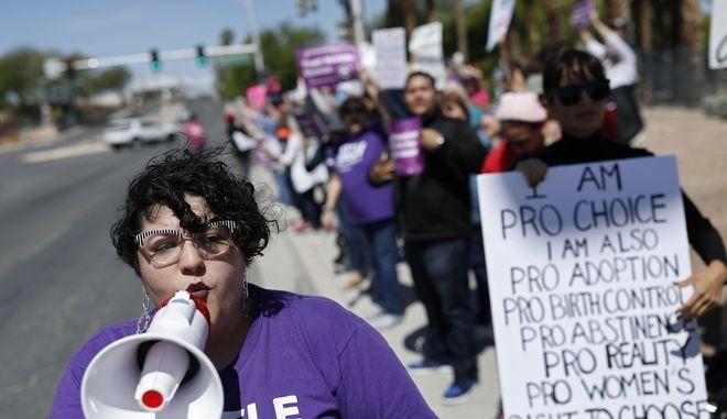 Διαδήλωση για το δικαίωμα στην άμβλωση, ΗΠΑ (AP Photo/John Locher)