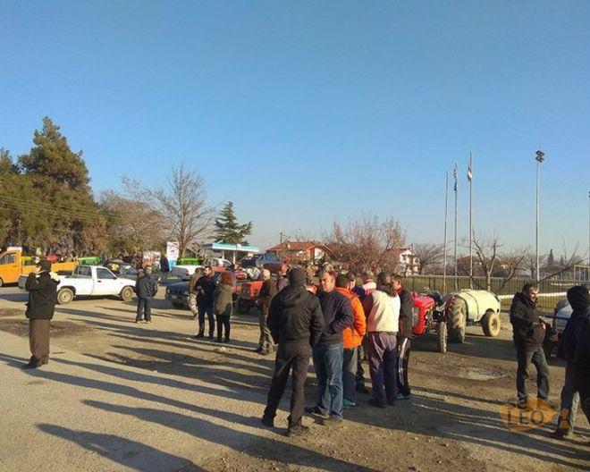 Μακεδονία: Αγρότες συγκεντρώνονται με τα τρακτέρ τους στην Κουλούρα