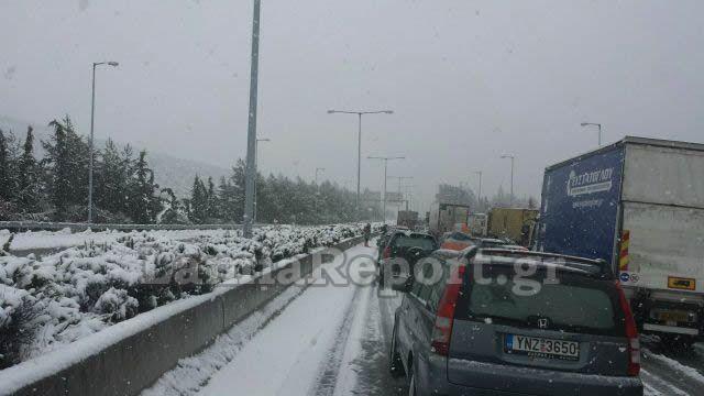 Δίπλωσαν φορτηγά στο ρεύμα Λαμία - Θεσσαλονίκη. Διακόπτεται η κυκλοφορία