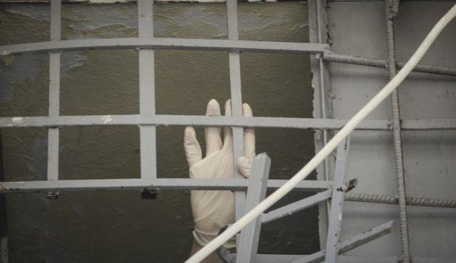 Το Αστυνομικό Τμήμα Αργυρούπολης απ' όπου τρεις Αλβανοί κρατούμενοι κατάφεραν να κόψουν τα σίδερα του παραθύρου του κρατητηρίου του πρώτου ορόφου και να κατέβουν στο ισόγειο (ύψος 10 μέτρων) με τη βοήθεια των υδρορροών τα ξημερώματα της Τρίτης 19 Ιουνίου 2018