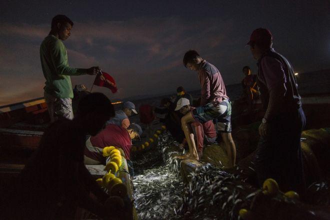 Οικογένεια ψαράδων επί το έργον στη Βενεζουέλα