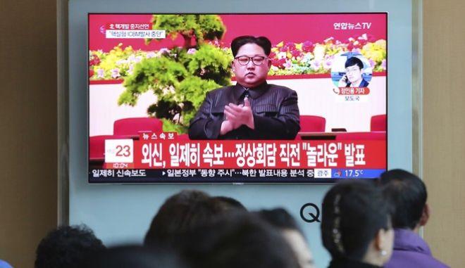 Ο Κιμ Γιονγκ Ουνκ ανακοινώνει την απόφασή του για αναστολή των πυρηνικών δοκιμών