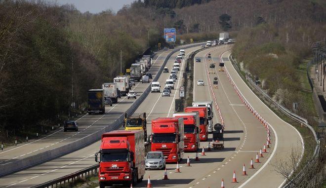 Φορτηγά σε δρόμο (φωτογραφία αρχείου)