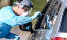 Εξέταση κορονοϊού από το παράθυρο αυτοκινήτου