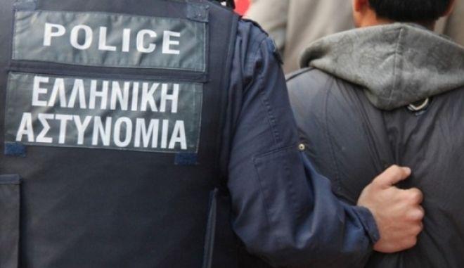 Διακινούσαν παράνομους μετανάστες από Τουρκία, μέσω Σάμου στην Αθήνα