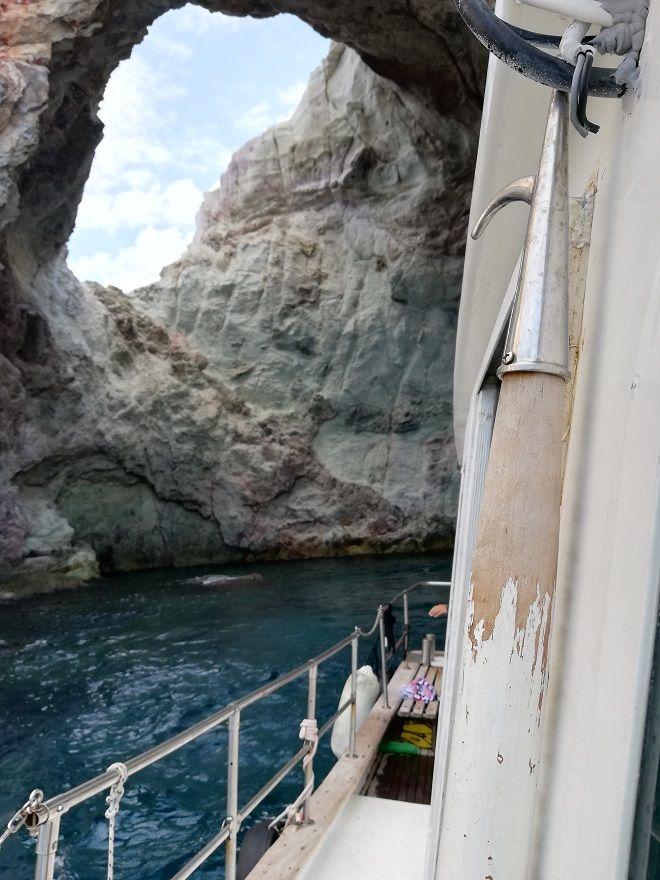 Μέσα στην εντυπωσιακή σπηλιά