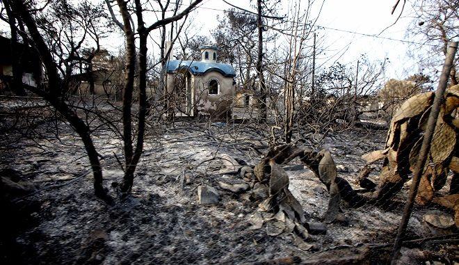 Στιγμιότυπο από την φωτιά στο Μάτι