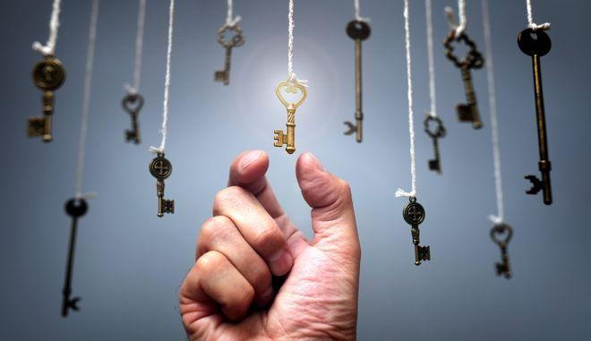 Γιατί πρέπει να αγγίξεις τα κλειδιά σου για να βεβαιωθείς ότι τα έχεις μαζί σου