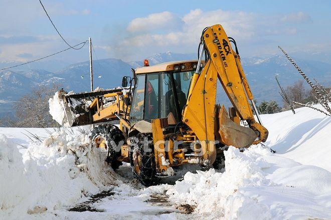 Πάνω από 1 μέτρο χιόνι στην Καρυά