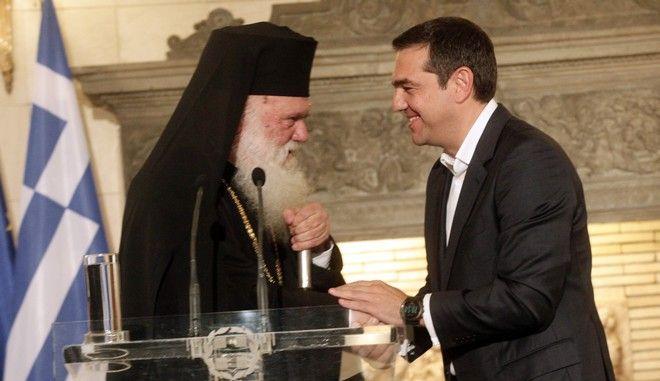 Στιγμιότυπο από συνάντηση του πρωθυπουργού Αλέξη Τσίπρα με τον Αρχιεπίσκοπο Ιερώνυμο
