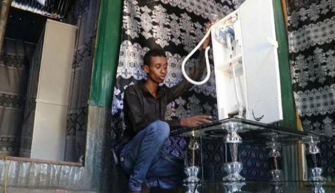Σομαλία: Νεαρός εφηύρε συσκευή οξυγόνου για να βοηθήσει τους γιατρούς