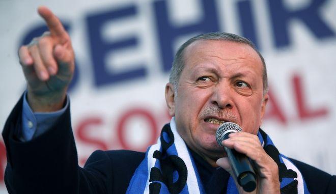 Ο Τούρκος πρόδρος Ρετζέπ Ταγίπ Ερντογάν σε προεκλογική ομιλία στην Κωνσταντινούπολη