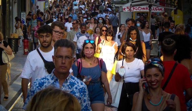 Κορονοϊός: Σφίγγει ο κλοιός για τους ανεμβολίαστους - Τι μέτρα ανακοινώνει σήμερα ο Κικίλιας