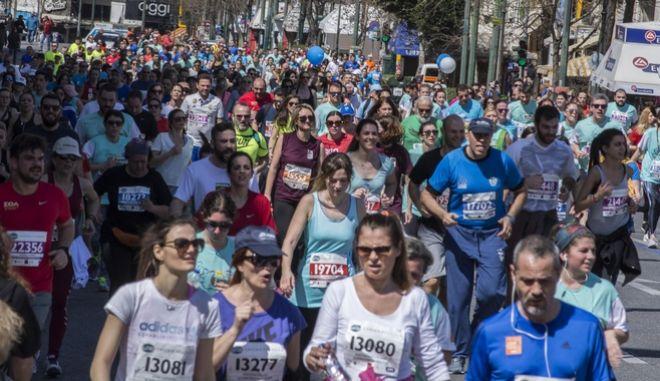 Στιγμιότυπο από την Πλατεία Συντάγματος και την Ακαδημία Αθηνών, του ημιμαραθώνιου της Αθήνας και των αγώνων δρόμου 3 και 5 χλμ,Κυριακή 19 Μαρτίου 2017 (ΛΥΔΙΑ ΣΙΩΡΗ/EUROKINISSI SPORTS)