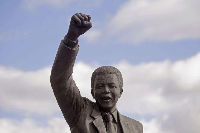 Το άγαλμα του Νέλσον Μαντέλα στην φυλακή όπου κρατείτο επί 27 χρόνια