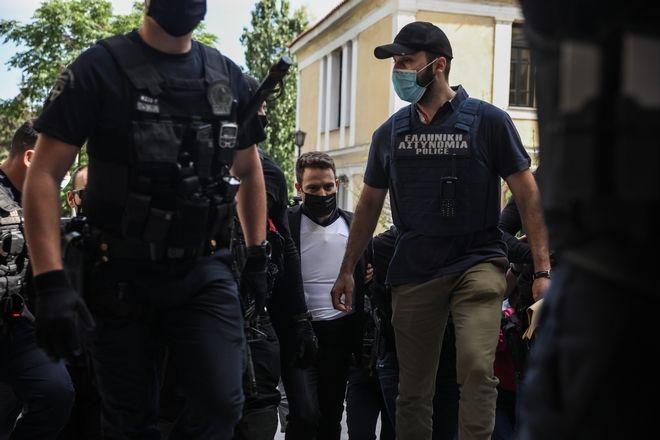 Γλυκά Νερά: Ο δολοφόνος της Καρολάιν πήρεπροθεσμία για να απολογηθεί την Τρίτη