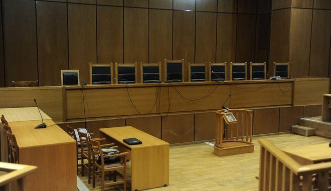 Ισόβια κάθειρξη σε θείο και ανιψιό για προ 22ετίας δολοφονία