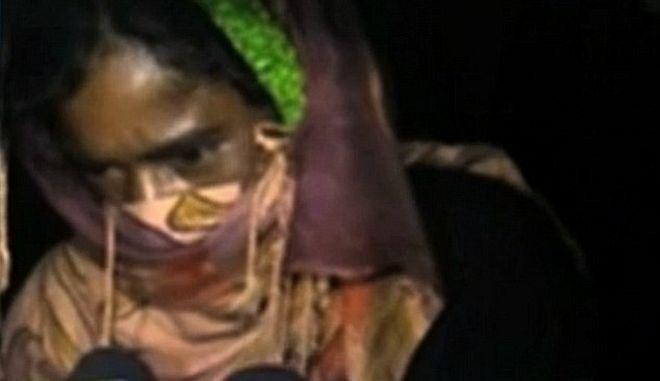 """Ινδία: Γυναίκα βιάστηκε με εντολή """"αυτοσχέδιου δικαστηρίου"""" - Δείτε το βίντεο της μαρτυρίας της"""