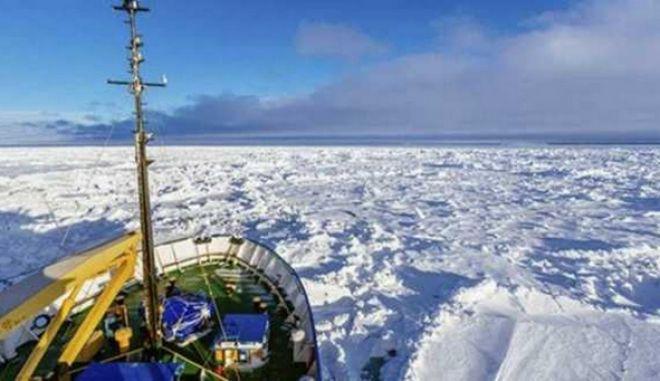 Βίντεο από το πλήρωμα: Όταν πλοίο εγκλωβίζεται στην Ανταρκτική