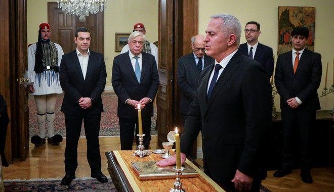 Ορκωμοσία του νέου υπουργού Άμυνας Ευάγγελου Αποστολάκη