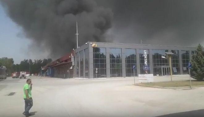 Ξάνθη: Καίγεται το μεγαλύτερο εργοστάσιο μπαταριών της Ευρώπης - Εκκένωση οικισμών