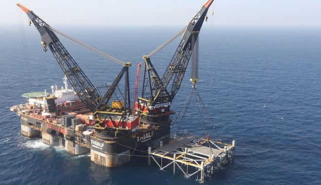 Πλατφόρμα πετρελαίου στην Μεσόγειο