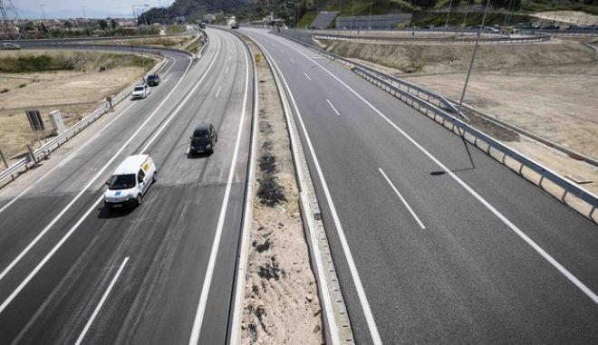 Στην αντεπίθεση για τους δρόμους το υπουργείο Υποδομών