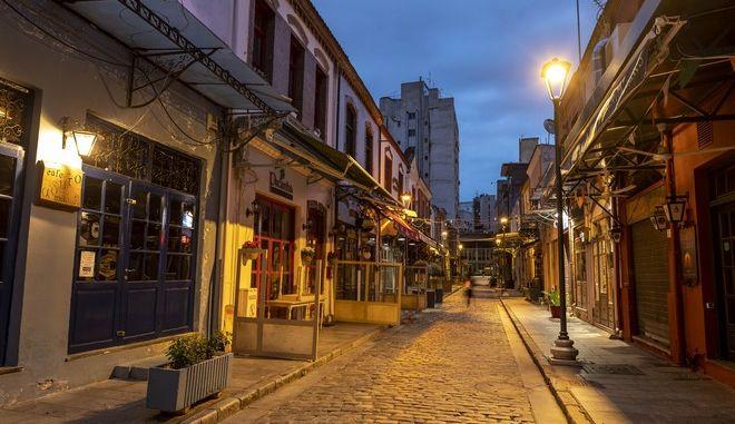 Άδειος δρόμος στη Θεσσαλονίκη