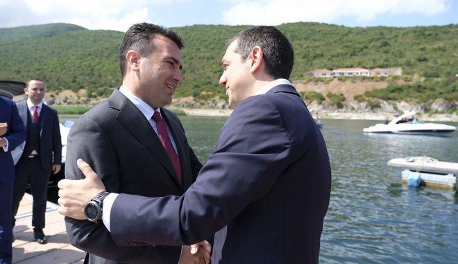Ο Αλέξης Τσίπρας και ο Ζόραν Ζάεφ στις Πρέσπες