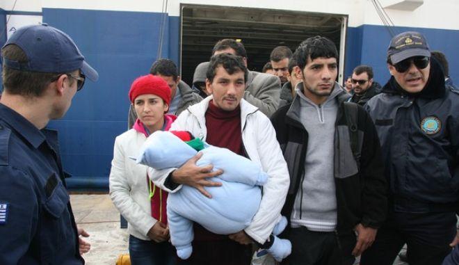 ΠΕΙΡΑΙΑΣ-Στο λιμάνι του Πειραιά έφθασαν οι μετανάστες που διασώθηκαν μετά το ναυάγιο στο Φαρμακονήσι.(EUROKINISSI-ΤΑΤΙΑΝΑ ΜΠΟΛΑΡΗ)