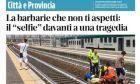 Οργή στην Ιταλία: Έβγαλε σέλφι με φόντο τραυματισμένη γυναίκα στις ράγες