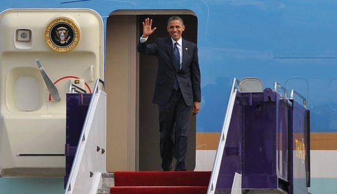 Το χρέος, ο Τραμπ και η σημασία της επίσκεψης Ομπάμα