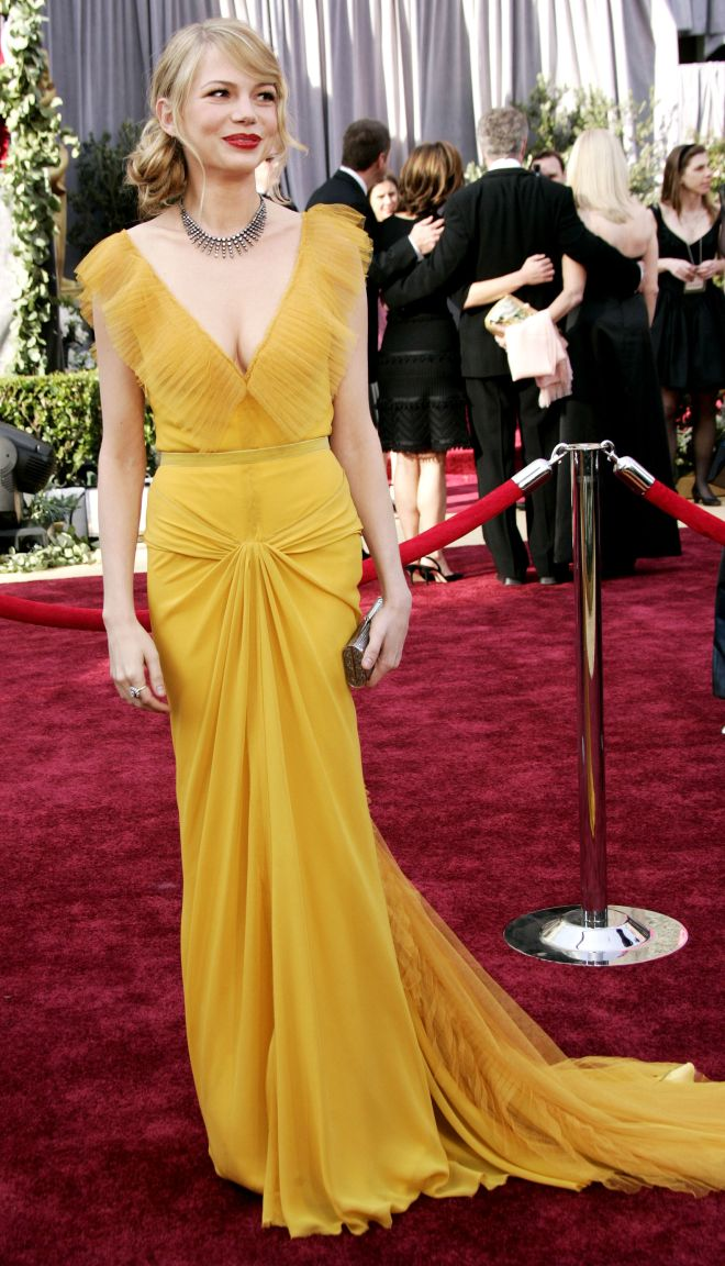 Michelle Williams arrives at the 78th Academy Awards, Sunday, March 5, 2006, in Los Angeles. (AP Photo/Kevork Djansezian)