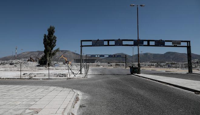 Έργα κατεδάφισης του παλαιού αεροδρομίου στο Ελληνικό