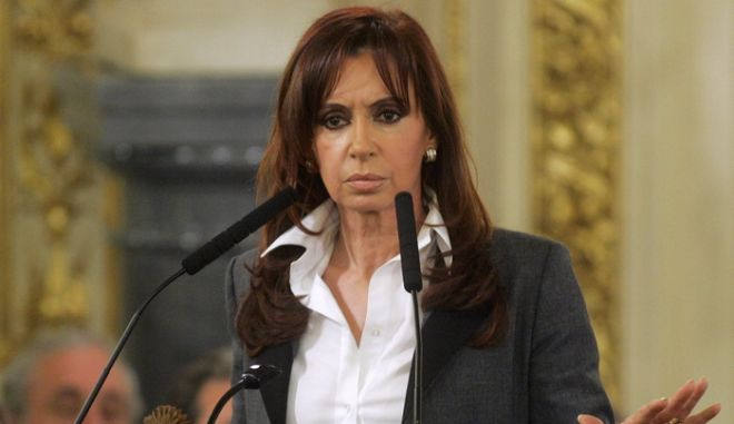 Argentina's President Cristina Fernandez de Kirchner gestures during a ceremony at the Casa Rosada Government Palace in Buenos Aires June 17, 2008. De Kirchner said on Tuesday she will send a bill to Congress aimed at ratifying a soy export tax that has set off a farmers' strike and a political crisis. REUTERS/Marcos Brindicci (ARGENTINA)
