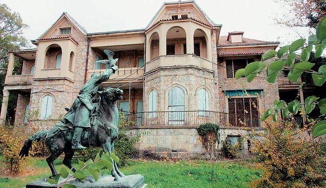 Τατόι: Καφετέριες ή φάρμα και μουσείο τα πρώην βασιλικά κτήματα;