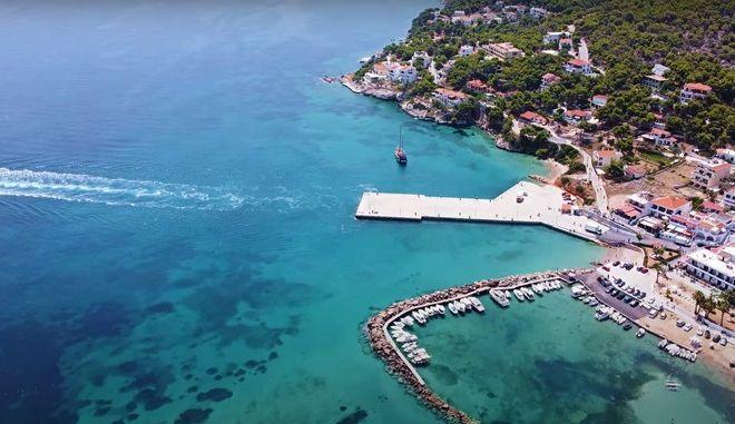 Το απόλυτο γαλάζιο στο εξωτικό Αγκίστρι - Γιατί ονομάστηκε έτσι το νησί