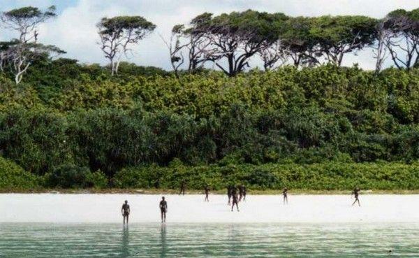 Νησί Sentinel: Το πιο εχθρικό μέρος του κόσμου. Όποιος το επισκέπτεται, γυρίζει νεκρός