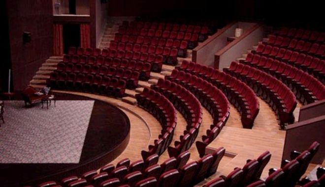 Υπερψηφίστηκε το νομοσχέδιο για τα θέατρα - δυνατότητα παραστάσεων και σε μικρούς χώρους μέχρι 50 άτομα