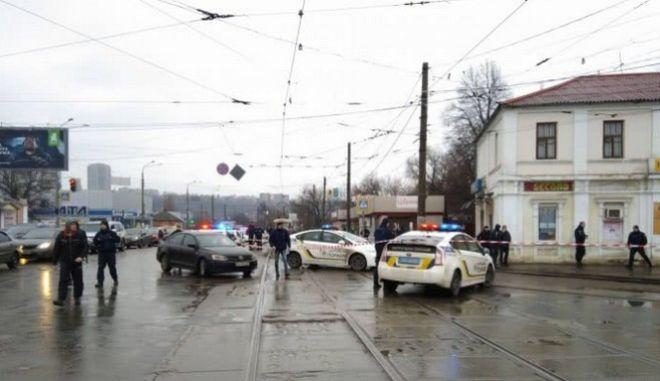 Συναγερμός στην Ουκρανία: Άνδρας που πιστεύεται πως φέρει εκρηκτικά κρατά ομήρους σε ταχυδρομείο