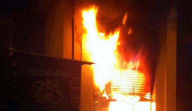 Πιάστηκαν επ' αυτοφώρω να βάζουν φωτιά σε ATM